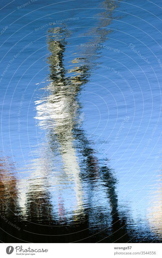 Hafenkrake Hafenanlagen Hafenkran Hafenbecken Spiegelung Spiegelbild Wasseroberfläche Reflexion & Spiegelung Außenaufnahme Menschenleer Farbfoto Tag