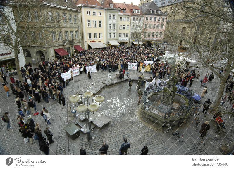 Studenten-Demo Demonstration Bamberg Bayern protestieren Politik & Staat Wissenschaften Studiengebühren Gabelmann Menschenrechte Außenaufnahme Vogelperspektive