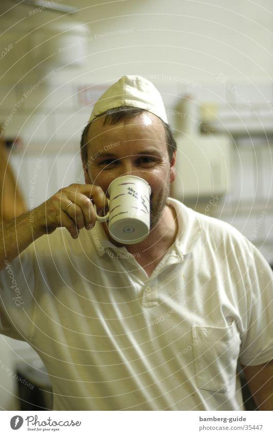 Bäckermeister nach getaner Arbeit Mann Kaffee Kochen & Garen & Backen trinken Handwerker Bäcker Bayern Franken Oberfranken Konditorei Bamberg
