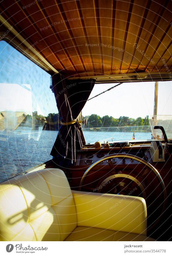 Zeit für Rudergehen maritim Design authentisch Sonnenlicht Natur Ferien & Urlaub & Reisen Steuerbord Lifestyle Mobilität Fenster Vorhang schimmern Gashebel