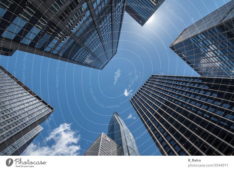 Der Blick nach oben in New York. finanzen stadtteil gebäude neu york business büro downtown manhattan architektur skyscraper turm himmel glas äusseres straße
