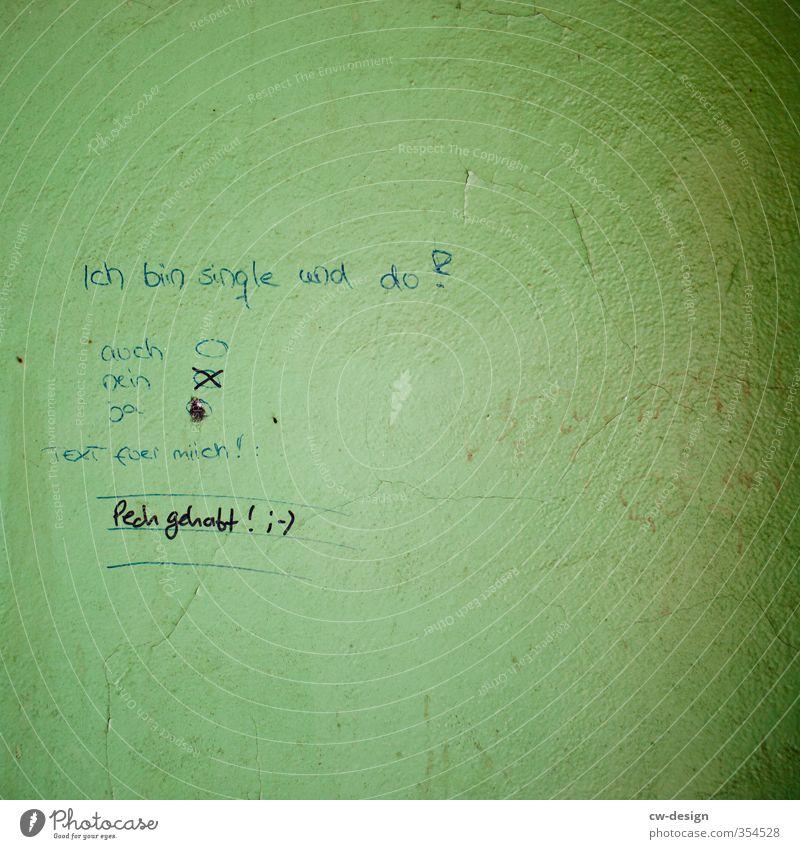 Ein Mensch, der ohne feste Bindung an eine/n Partner/in lebt. Lifestyle Zeichen Schriftzeichen kalt trashig grün Gefühle Traurigkeit Liebeskummer Einsamkeit