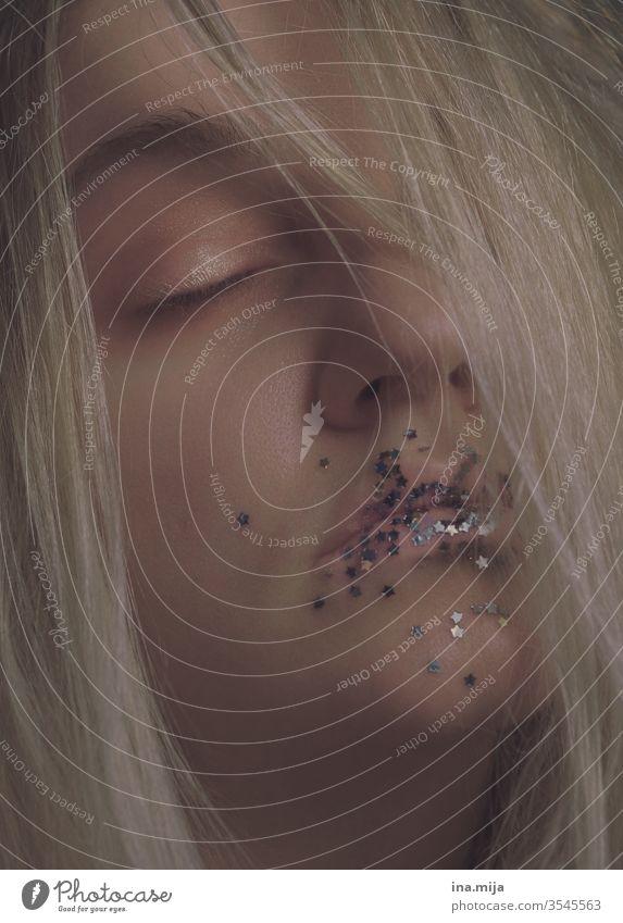 Sternstunde Sterne schlafen Müdigkeit müde Schlaf Traum träumen glitzer Silber blond Frau jung verträumt Tagtraum geheimnisvoll schön hübsch Schminke allein