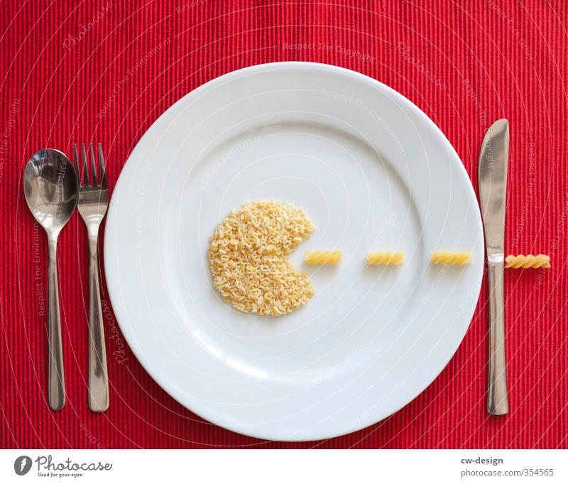 Fressen und gefressen werden Lebensmittel Nudeln Teigwaren Ernährung Mittagessen Abendessen Festessen Fasten Italienische Küche Geschirr Teller Besteck Messer