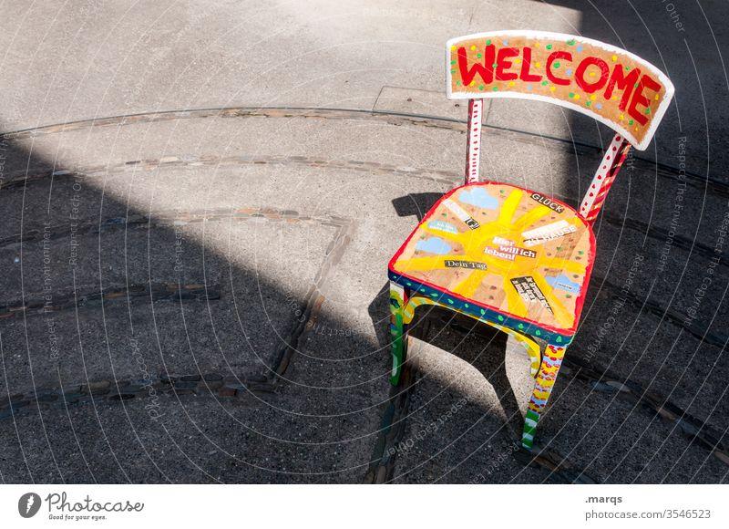 Welcome Center Stuhl welcome home Willkommen bunt Schriftzeichen Licht Schatten Ankunft Gast Gastfreundschaft Freundlichkeit Offenheit Begrüßung