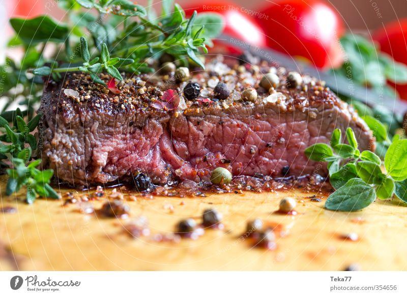 Steak two rot Essen braun Speise Grillen Restaurant Fleisch saftig Festessen Steak Italienische Küche Pfefferkörner