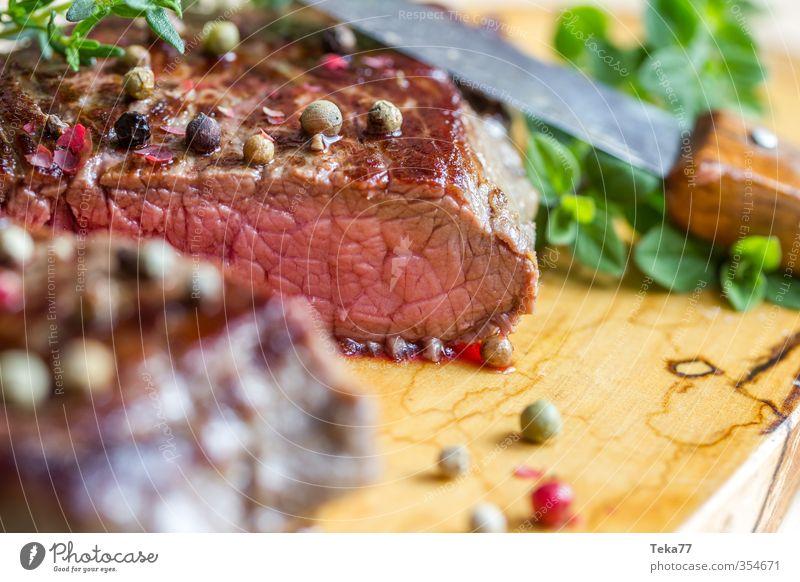 Steak One rot Essen braun Speise Sommerurlaub Grillen Restaurant Fleisch saftig Festessen Protein Pfefferkörner