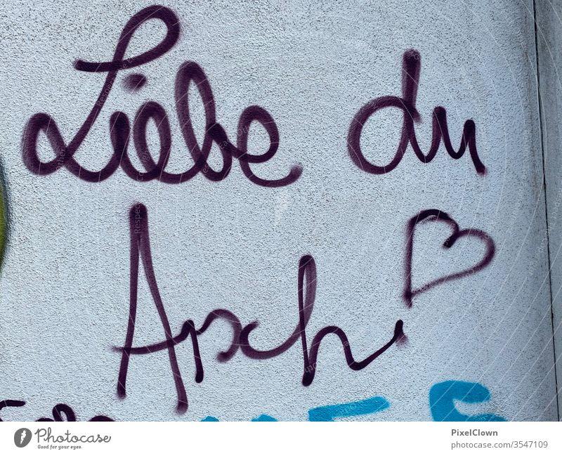 Liebesspruch als Graffiti Wand Schriftzeichen Buchstaben Wandmalereien Gefühle Romantik