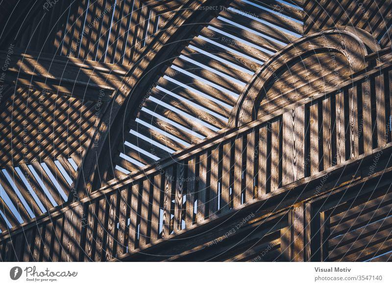 Abstraktes Detail der alten Holzkonstruktion eines Lattenhauses Farbe Architektur gebaute Struktur keine Menschen niemand Gebäude natürliches Licht zugeklappt