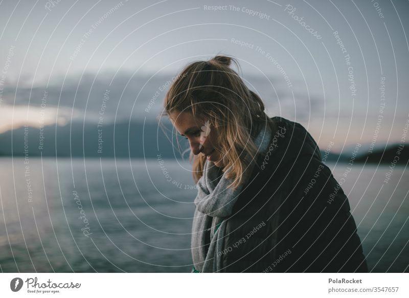 #As# walking by the lake Neuseeland Neuseeland Landschaft See Seeufer Frau Haare & Frisuren Tuch Halstuch Outdoor Freizeit & Hobby Freiheit draußen Leben
