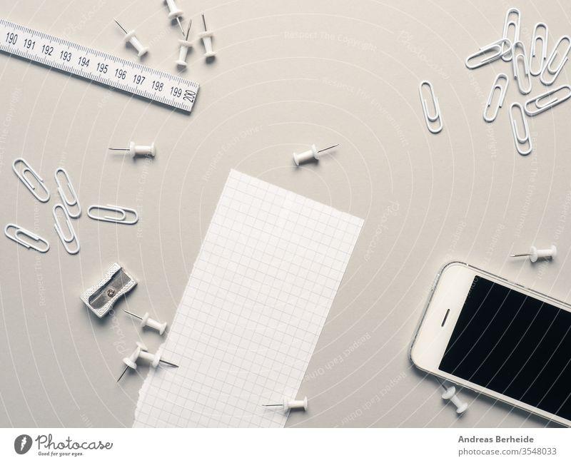 Weiße Büroutensilien auf grau oben Accessoire befestigen Hintergrund Ordner weiß Business einklemmen Clip Farbe farbenfroh Konzept Kopie Dekoration & Verzierung