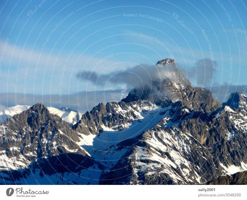 Blick vom Nebelhorn... Berg Alpen Allgäu Allgäuer Alpen Wolke Wetter Landschaft Felsmassiv wolkenverhangen Gipfel schneebedeckt Berge u. Gebirge Winter Natur