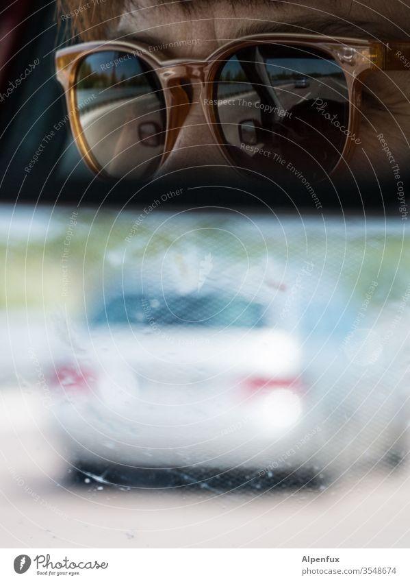 virtual reality Spiegelbild Verkehr Autofahren Rückspiegel PKW Verkehrsmittel Farbfoto Autobahn Geschwindigkeit Außenaufnahme Verkehrswege Bewegungsunschärfe