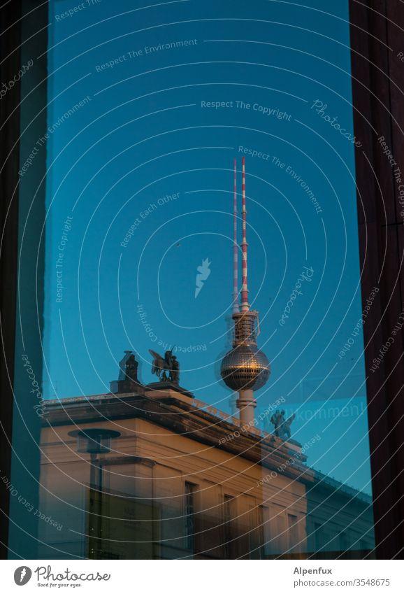 Doppelspitze Berlin Berlin-Mitte Hauptstadt Stadt Menschenleer Außenaufnahme Stadtzentrum Wahrzeichen Fernsehturm Turm Alexanderplatz Berliner Fernsehturm