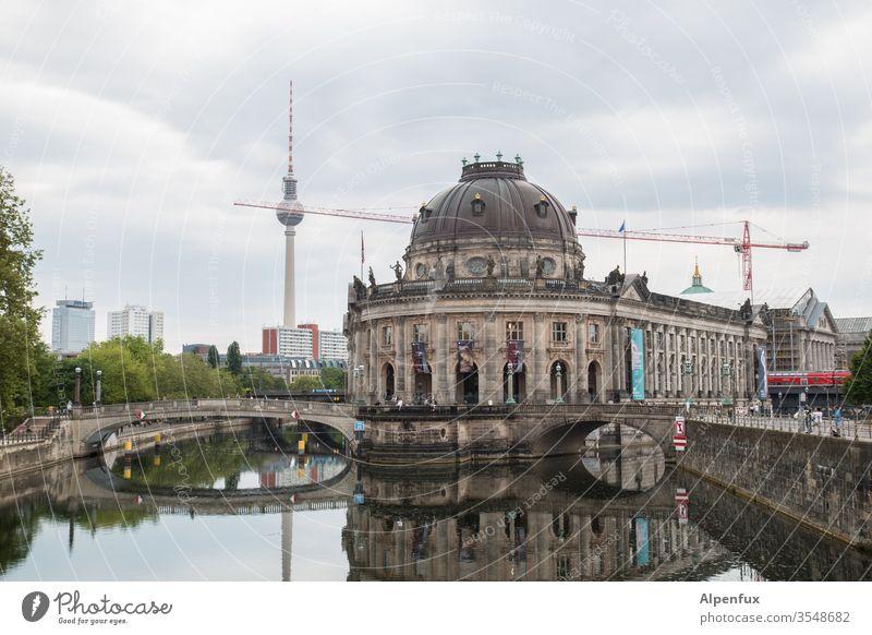 Berliner Kugelspieß Berlin-Mitte Hauptstadt Außenaufnahme Stadtzentrum Architektur Deutschland Berliner Fernsehturm Sehenswürdigkeit Wahrzeichen Bauwerk Himmel