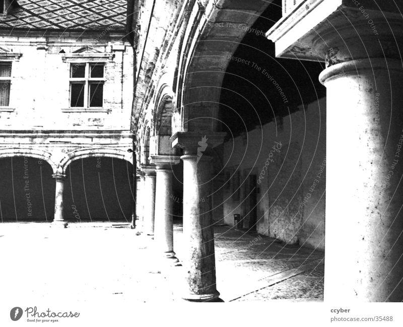 black/white columns weiß schwarz Architektur historisch Säule