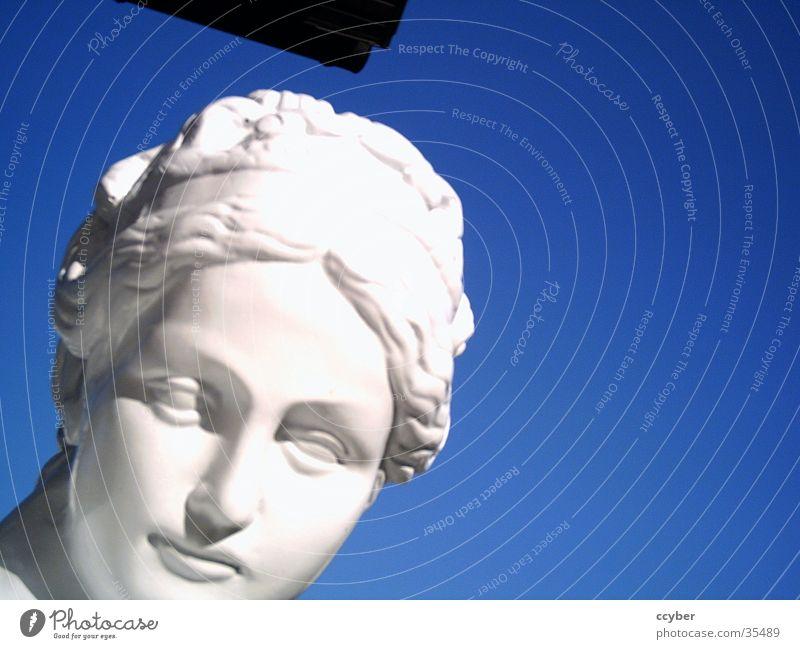 Figur Frau Himmel weiß blau feminin Dame Reichtum Statue edel reich