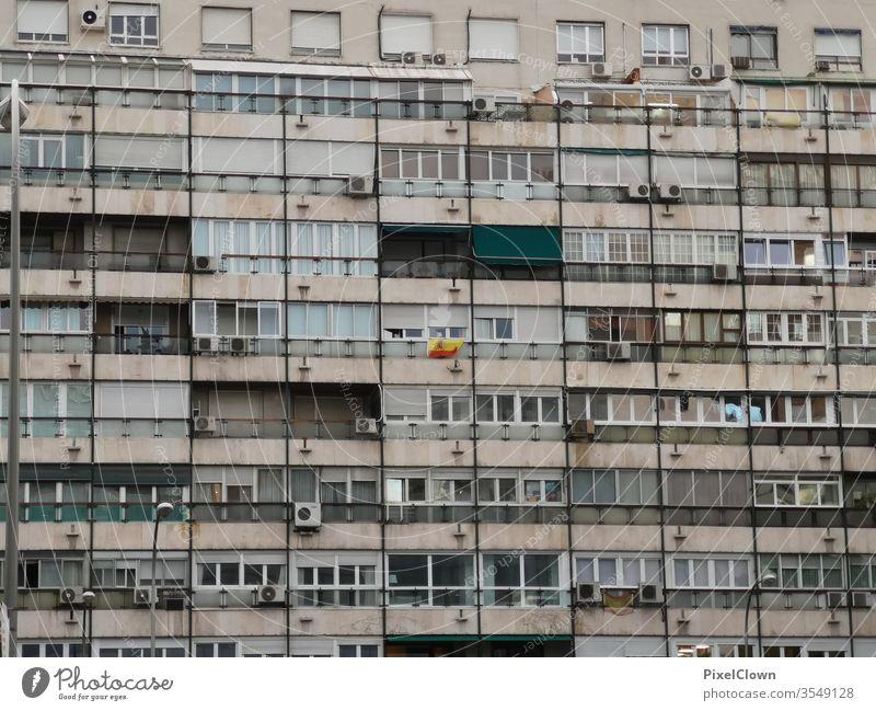Eine Wohnung mieten heimwärts zu Hause bleiben Wand Fenster grau urban Großstadt lebend