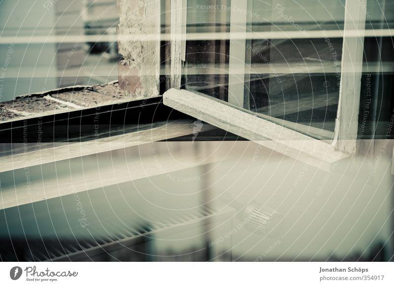Fensterecke ästhetisch Doppelbelichtung Holzfenster Heizung Ecke Glas alt Linie Monochrom Raum Häusliches Leben Altbau Altbauwohnung Farbfoto Innenaufnahme