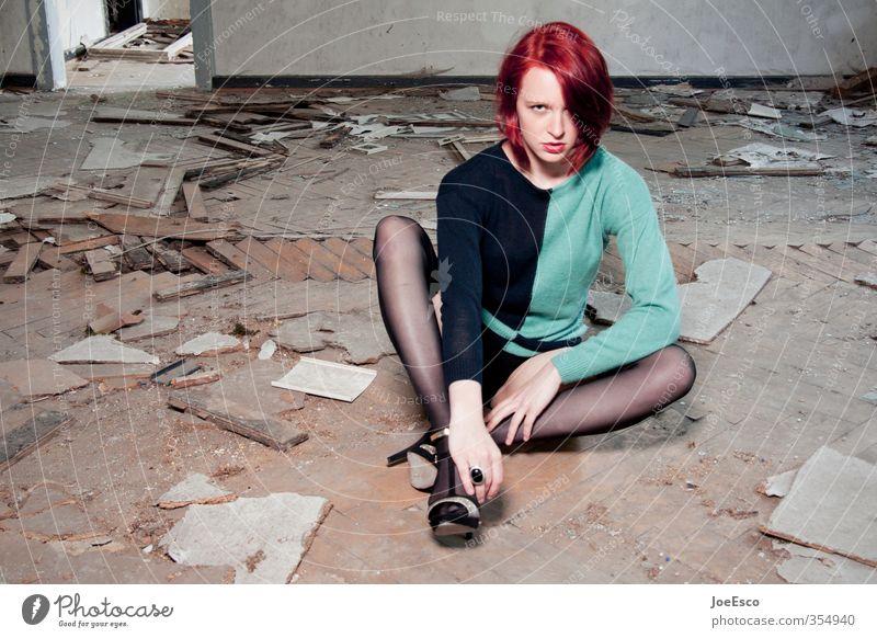 #354940 Mensch Frau Jugendliche schön Erholung Einsamkeit Erwachsene Wand Leben 18-30 Jahre Mauer Stil Mode Wohnung sitzen warten