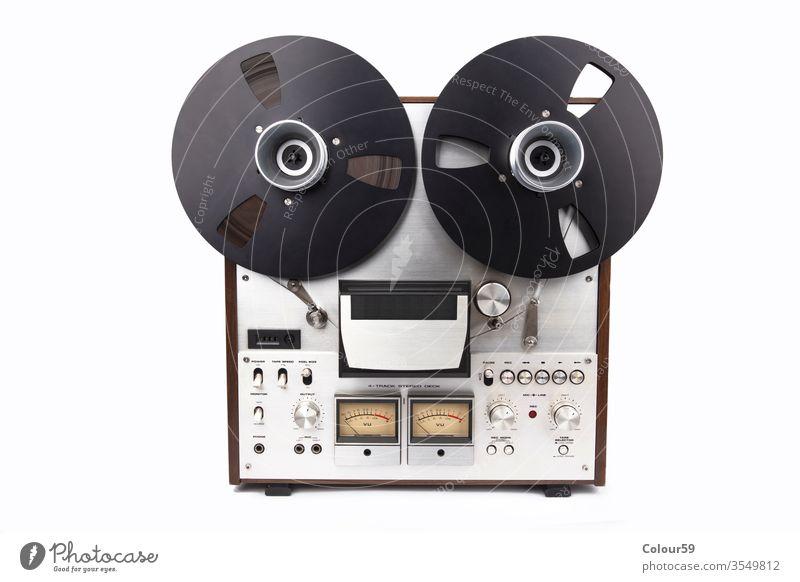 Tonbandgerät auf hellem Hintergrund Klebeband Meister Schreiber Rolle akai Audio Musik 70s Sicherung retro studer Atelier 60s 80s analog audiophil klassisch