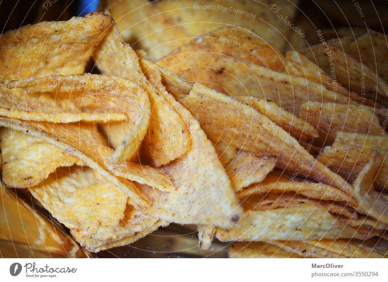 Tortilla-Chips Nachos nachos Lebensmittel Mahlzeit Snack Nahaufnahme geschmackvoll Farbfoto Kartoffeln rustikal lecker Snacks Knappe Ressourcen mexikanisch
