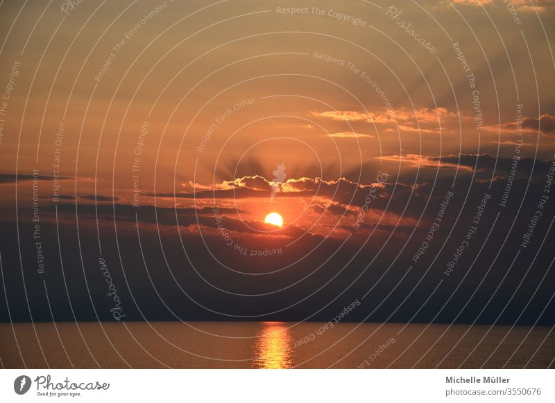 Gute Nacht, Sonne Sonnenuntergang Abendstimmung orange Himmel Meer Wolken Wasser Dämmerung Abenddämmerung Horizont Natur Außenaufnahme Landschaft Farbfoto schön