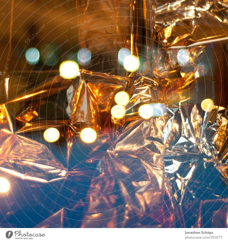 Gold Kunst ästhetisch gold Goldfolie Licht Unschärfe leuchten Doppelbelichtung knittern Reflexion & Spiegelung abstrakt glänzend Kostbarkeit Farbfoto