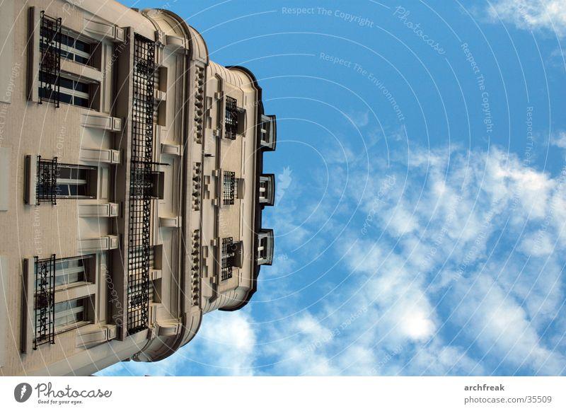 Bürgerliche Träume in Paris Himmel Wolken Architektur Fassade Perspektive Balkon Stuck
