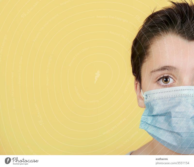 Coronavirus, Nahaufnahme eines Kindes mit medizinischer Maske Virus Seuche Pandemie Quarantäne covid-19 Symptom Medizin Gesundheit Mundschutz Kindheit Schutz