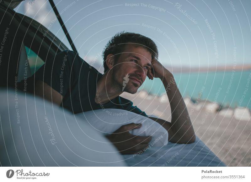 #aS# Camper dream Abenteuer Erholung genießen lachen Bus Kopfkissen schlafen Junger Mann Autoreise Wohnmobil Himmel im Freien Ferien & Urlaub & Reisen