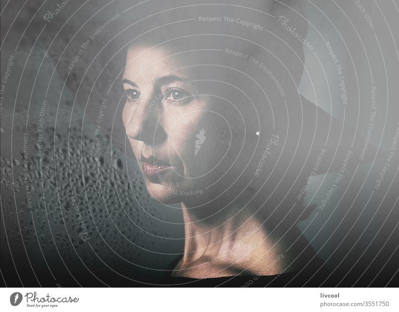 romantische frau , spanien Frau reif Tropfen Reflexion & Spiegelung angelaufen Nebel nass dampfend Fenster Sinnlichkeit Kristalle wolkig lieblich Erwachsener