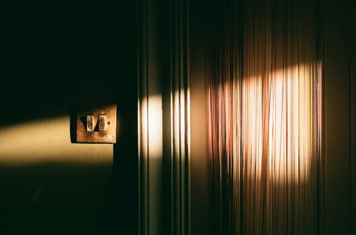 Magisches Licht Lichterscheinung Morgen Sonnenschein Sonnenlicht Low Key schwaches Licht Farbfoto Kontrast Natur Sonnenaufgang Schatten Ambiente
