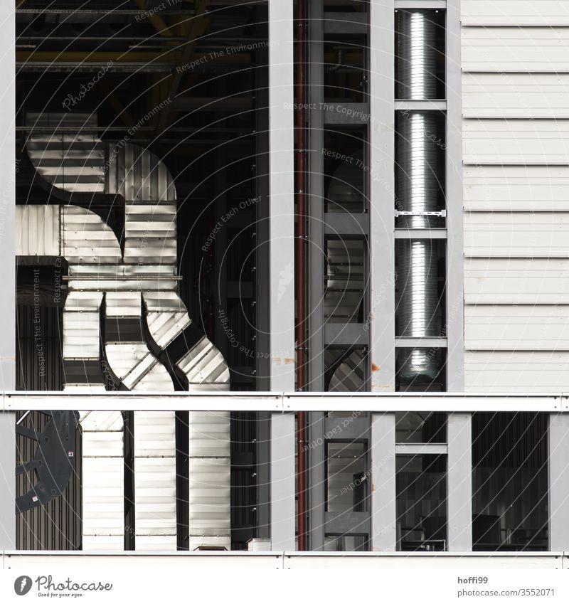 Lüftungsanlage Lüftungsschacht Metall Röhren Fassade Schacht Schornstein Lüftungsklappe Industrie minimalistisch modern trist Abluft Industrieanlage Energie