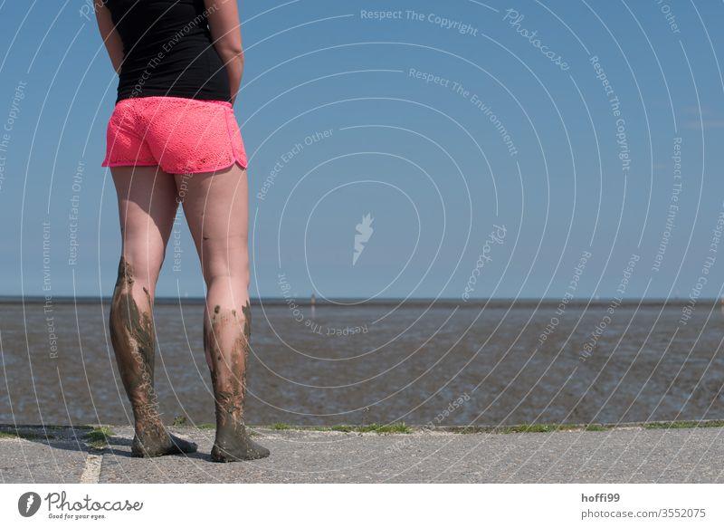 Watt am Bein und auch am Fuß Wattenmeer Wattwanderung Wattwandern Ebbe ebbe und flut Nordsee Meer Flut Strand Wasser Küste Sand Ferien & Urlaub & Reisen