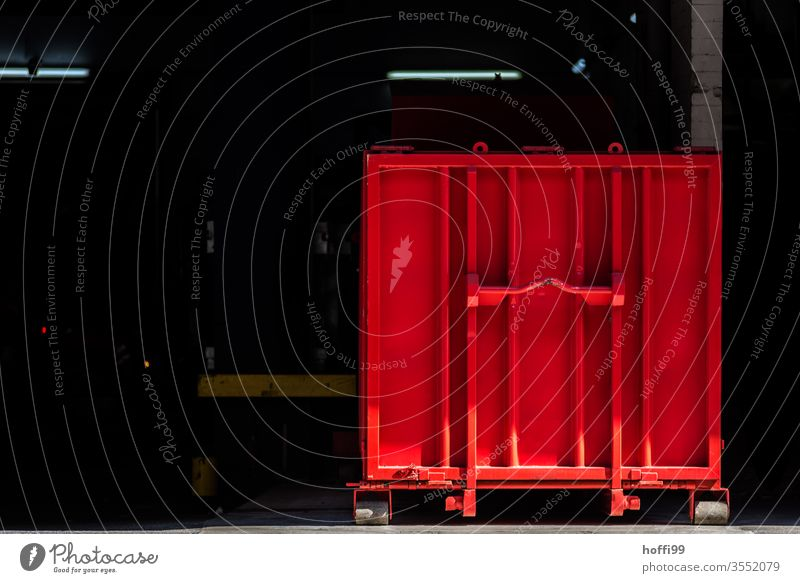 roter Container roter Behälter minimalistisch Hafen Industrie Güterverkehr & Logistik Containerverladung Containerterminal Menschenleer Handel Containerschiff