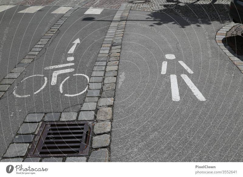 Ein Fahrradweg mit Fußgängerweg Fahrradweg, Verkehr, Straße, Umwelt, Stadt, urban Verkehrswege Schilder & Markierungen Straßenverkehr Verkehrszeichen