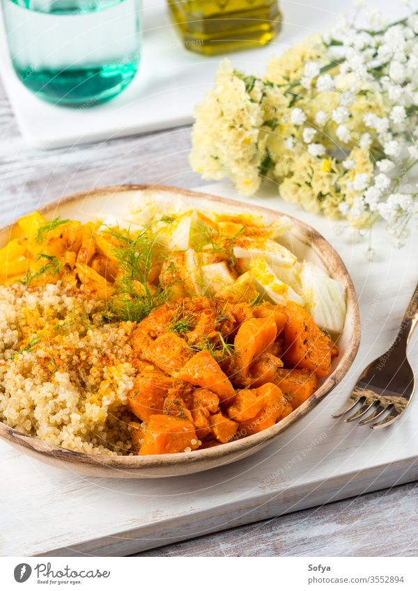 Quinoa-Schale mit Kürbis, Fenchel, Paprika Mittagessen Herbst Kurkuma Gemüse glutenfrei Schalen & Schüsseln Klingel Gesundheit Abendessen Gewürz Diät Entzug