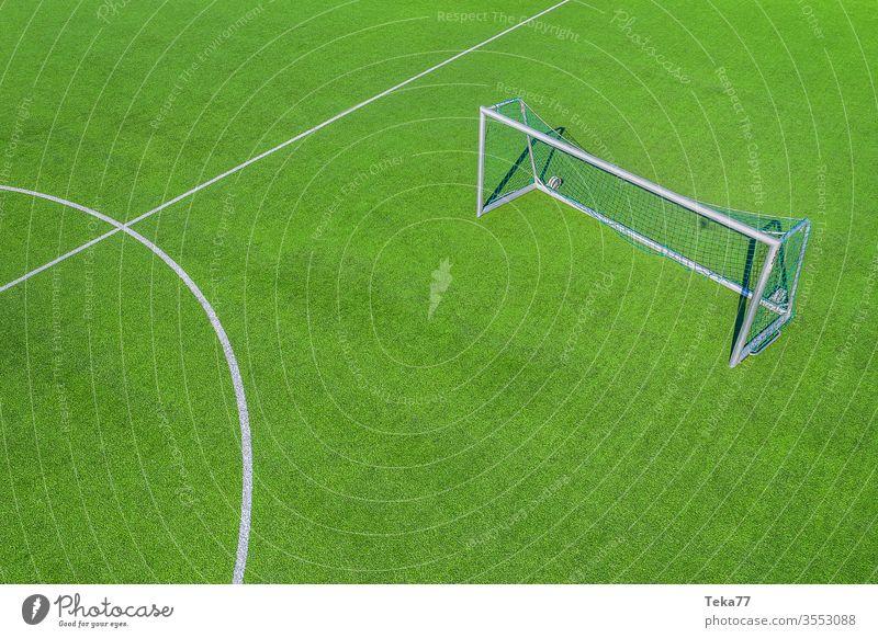 Auf dem Bolzplatz #2 Fußballplatz Sport drone von oben Tor Ballsport