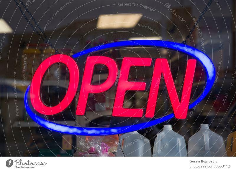 Schild öffnen Zeichen rot neonfarbig Werkstatt Licht offen Symbol Nacht dunkel Einzelhandel Ladenfront Fenster Abend Restaurant hell Eingang beleuchtet Design