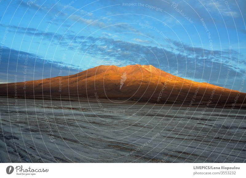 Landschaft am frühen Morgen im lateinamerikanischen dürr Wolken Textfreiraum Tag Tageslicht früh morgens Expedition erkunden Hohe Höhenlage Licht