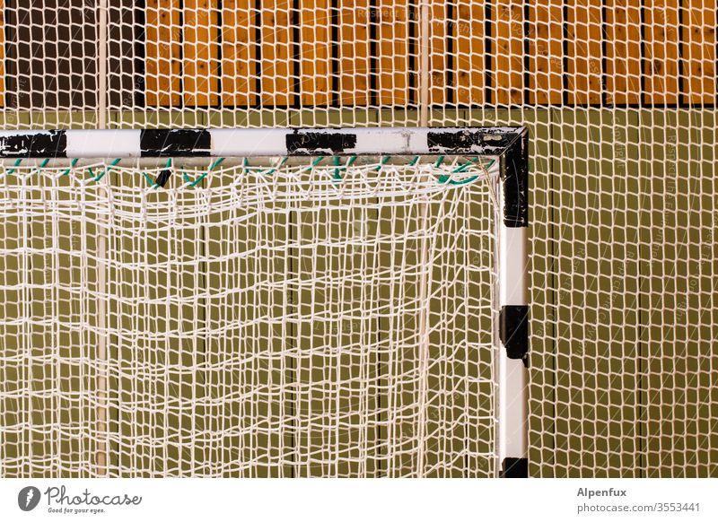 Gut vernetzt Fußballtor Sporthalle Netz Menschenleer Farbfoto Tor Fußballplatz Stadion Sportveranstaltung Sportstätten Freizeit & Hobby Torwart Ballsport Erfolg