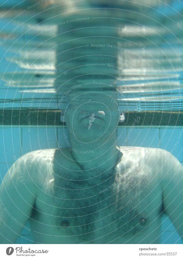 coming up for air Schwimmbad Reflexion & Spiegelung Mann Wasser Unterwasseraufnahme blau Schwimmen & Baden