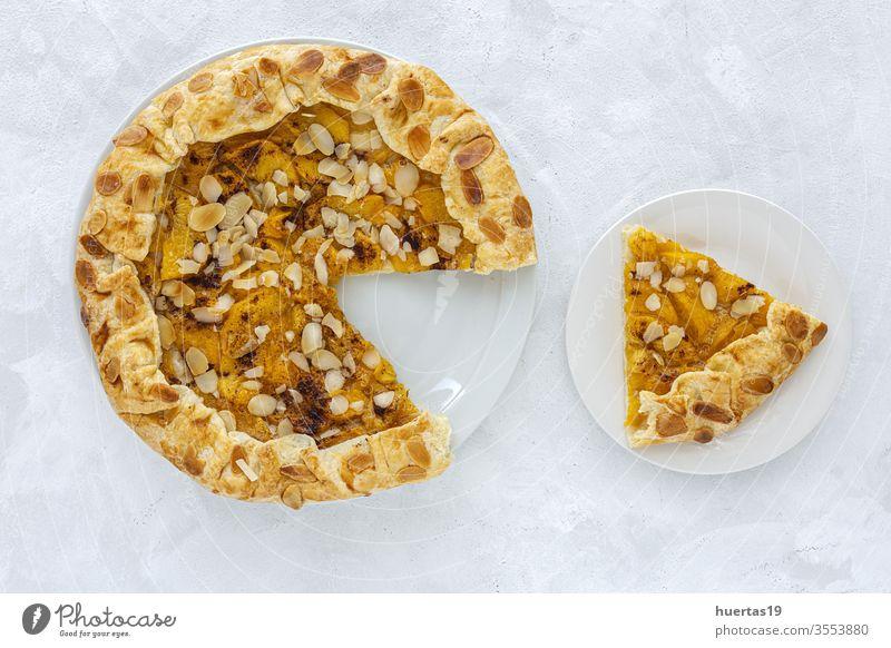 Hausgemachte Tortengalette mit Pfirsichen Galette Gebäck Frucht Rezept Lebensmittel backen hausgemachtes Gebäck selbstgemacht Zutaten Backvorbereitung