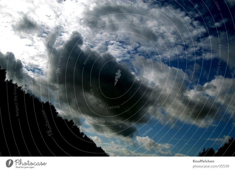 Dunkle Wolken II dunkel Himmel blau