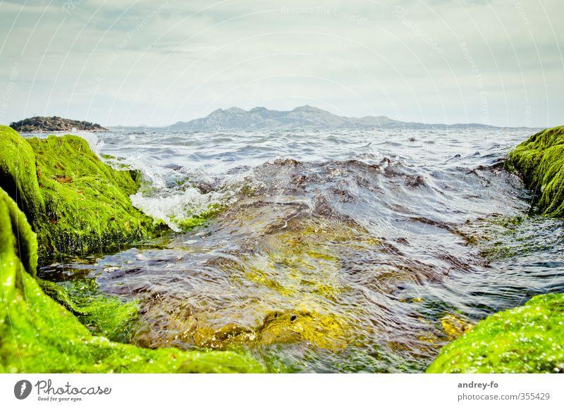 Meer Himmel Natur Ferien & Urlaub & Reisen grün Wasser Sommer Landschaft Berge u. Gebirge Küste Horizont Wellen Tourismus Insel Abenteuer Wandel & Veränderung