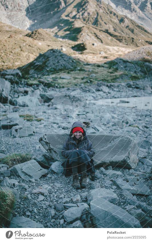 #As# Cold Morning gebirgsbach warten sitzen Abenteuer Bergkette Ausflug Umwelt Farbfoto roadtrip Reisefotografie mützenmädchen Mütze reisen Reisender Reiseroute