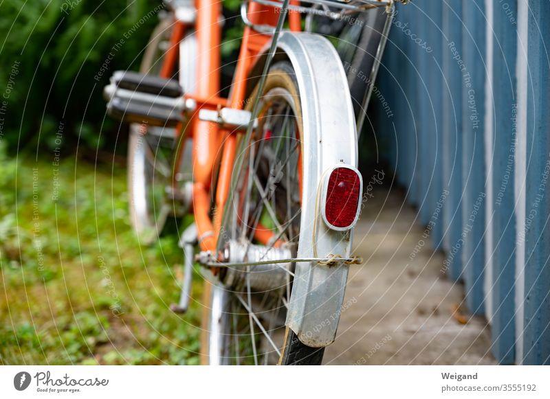 Klapprad retro Rücklicht Fahrrad Verkehr Vintage unterwegs fahren Verkehrsmittel Fahrradfahren Freizeit & Hobby Mobilität Bewegung Außenaufnahme