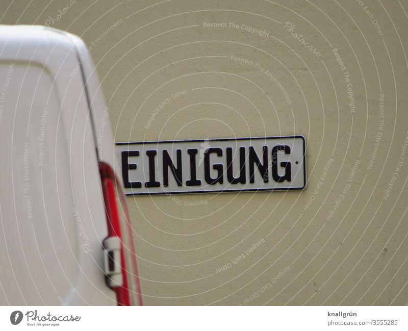 Schild mit dem Wort REINIGUNG, wobei das R durch das Heck eines Transporters verdeckt wird Reinigung Schilder & Markierungen Hinweisschild Schriftzeichen