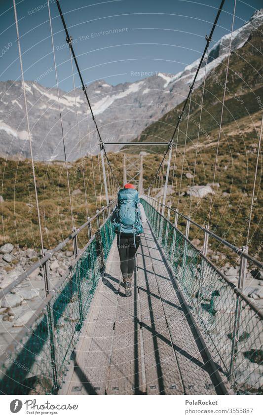 #As# BrückenLäufer*in Ausflug Bergkette Abenteuer Umwelt Verschlussdeckel Mützenmädchen Farbfoto Autoreise Reisefotografie reisen Ausflugsziel Reiseroute